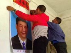 Trung Quốc - Dân Ca-tô Hạ Ảnh Chúa Treo Ảnh Ông Tập Để Thoát Nghèo